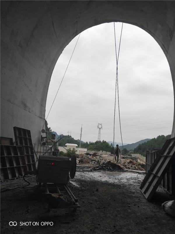 重慶秀山隧道口切割